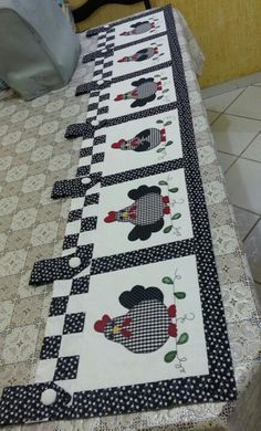 Do This One Unusual Trick Before Work To Melt Away 15 Pounds of Belly Fat Table Runner And Placemats, Quilted Table Runners, Quilting Projects, Sewing Projects, Chicken Quilt, Chicken Crafts, Deco Table, Mug Rugs, Table Toppers