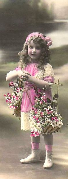 vintage photo of a little girl from the early 1900s