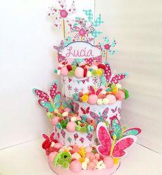 #Tartadechuches para Lucía. Color, diseño y sabor unidos para sorprender y emocionar. www.malakoss.com #butterflycake #party #candybar # Butterfly Party, Butterfly Birthday, Candy Cakes, Cupcake Cakes, Sweet Hampers, Violet Cakes, Haloween Party, Bar A Bonbon, Sweet Carts