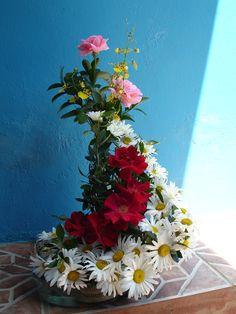 Ikebana Shaped Flower Arrangement (Good Galleries)