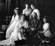 (1913) Tsar Nicholas ll. of Russia with his family