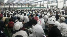 Ribuan Jamaah Hadiri Gerakan Salat Subuh di Masjid Al Falah Surabaya Pagi Tadi