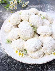 Italian Wedding Cookies Recipe (Easy ) | CiaoFlorentina.com @CiaoFlorentina