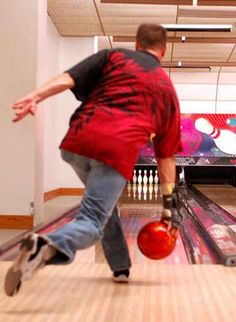 Improve your Bowling Techniques, learn to play bowling the right way with the these basic guidelines and tips. Learn how to walk, aim and release the ball. Bowling Tips, Bowling Ball, Bowling Shirts, Perfect Game, Backyard Projects, Sports Photos, Improve Yourself, Darts, Chess