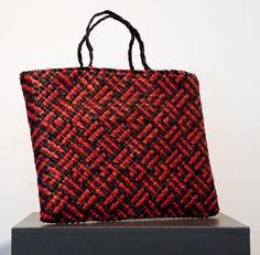 Weaving – Kura Gallery: Maori and New Zealand Art + Design. Flax Weaving, Weaving Art, Basket Weaving, Polynesian Designs, Maori Designs, Maori Symbols, Traditional Baskets, Bamboo Art, Maori Art