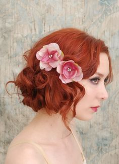 Flower bobby pins, pink floral clip set, bridal hair pins, bridesmaid hair accessories - First blush. $24,00, via Etsy.