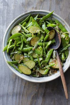 Seasoned with fresh basil, lemon juice, and sliced shallots. Fresh, healthy recipe! // Easy Salad of Snap Peas, Asparagus and Zucchini