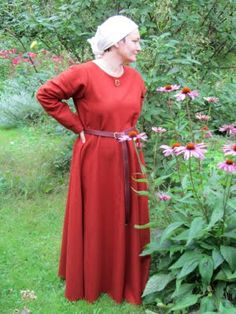Fine and simple woolen gown with 4 gores