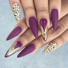 So Damn Sexy Purple Nail Art Designs For 2018 girls, decorating their nails is a abundant way to access up their style statement. Well manicured nails are consistently in trend and they absolutely accomplish a aberration to your all-embracing personality. Fabulous Nails, Gorgeous Nails, Pretty Nails, Nails Decoradas, Purple Nail Art, Purple Gold, Hot Nails, Fancy Nails, Cute Nail Designs