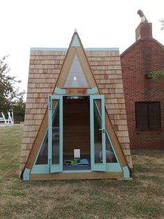 Relaxshacks.com: Ten super-cool tiny houses, shelters, treehouses, and houseboats...