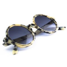 Avenue is a Designed & Handmade in Italy by Essequadro, very elegance and resistance, see more. Circle Sunglasses, Vintage Designs, Lenses, Street Style, Elegant, Gold, Shades, Women, Collection