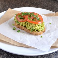 Avokado Ve Nohut Ezmeli Sandviç