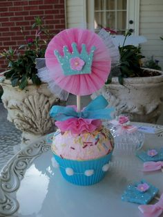 um excuse me. I have no reason for pinning this other than someone needs to have a princess party & invite me so I can make this! Ah too cute!!