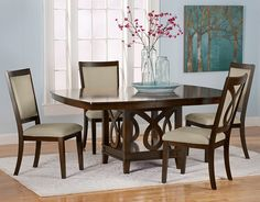 A beautiful and traditional dining room could definitely have this table in it! Gorgeous.