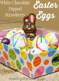 Fun and easy Easter treat - white chocolate dipped strawberry Easter eggs. This is a fun family activity or a pretty dessert for a get together. Easter Snacks, Easter Party, Easter Treats, Easter Recipes, Holiday Recipes, Creative Desserts, Great Desserts, Dessert Recipes, Easter Bunny Cake