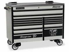 i need a real tool box in my new garage. i've always wanted a snap on box. this would fit the bill nicely. Car Storage, Tool Storage, Mechanic Shop, Ultimate Man Cave, Garage Renovation, Molon Labe, Man Cave Garage, Garage Workshop, Tool Organization