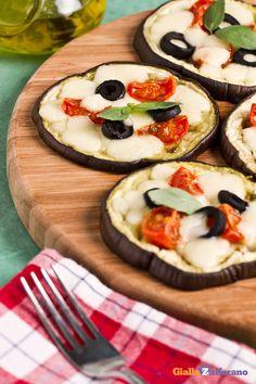 Le #melanzane al forno (baked eggplant slices) sono un gustoso contorno #vegetariano che si prepara con ingredienti genuini dai sapori tutti mediterranei. #ricetta #GialloZafferano #italianfood #italianrecipe