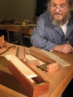 The Woodwright's School - Dovetailed Box