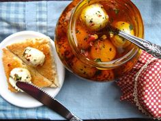 Palline di formaggio kefir sott'olio