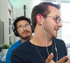 Mark Fischbach / Markiplier<<<Love how matt's just so oblivious to whatever the heck's happening behind him XD