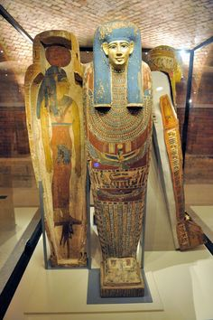 Inner and Outer Sarcophagi at the Neues Museum (Egyptian Museum), Berlin. Ancient Egyptian Artifacts, Ancient Egypt History, Ancient Egypt Fashion, Old Egypt, Egypt Art, Egypt Mummy, Pyramids Egypt, Egyptian Mummies, Visit Egypt