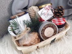 DIY Holiday Gift Basket - vena-esperanza Whether you're invited to Christmas dinner or lunch in family, friends or neighbour house, this h Teenage Girl Gifts Christmas, Cheap Christmas Gifts, Fall Gifts, Diy Holiday Gifts, Teacher Christmas Gifts, Xmas Gifts, Christmas Fun, Diy Gift Baskets, Christmas Gift Baskets