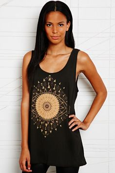Truly Madly Deeply Golden Eye Tank chez Urban Outfitters