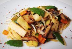 Asiatische Spaghetti von cookingsociety.at Pasta Salad, Ethnic Recipes, Food, Stuffed Pasta, Asian Spaghetti, New Recipes, Fresh, Koken, Crab Pasta Salad