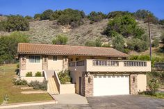 Horse Ranch for sale in Ventura County in California. This California Spanish home with a large outdoor entertaining area, spacious family room, a fireplace and vaulted, wood-beam ceilings in the living room, granite counters and ample storage in the remodeled kitchen, and formal dining area sits on approximately 3.5 acres of usable land great for planting orchard, stone fruit, gardening, and animals. Luxury homes and ranches now dot this gently curving country road.
