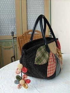 퀼트가방 - 다알리아 토트백 : 네이버 블로그 Patchwork Bags, Quilted Bag, Cute Purses, Purses And Bags, Hand Embroidery Dress, Japanese Bag, Flower Bag, Fabric Bags, Applique Patterns