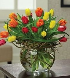 """Vivid Tulips Bubble Bowl (20 Stems)"""