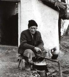 Ebédfőzés bográcsban, Mezőcsát, 1970. (Bodgál Ferenc felv.)