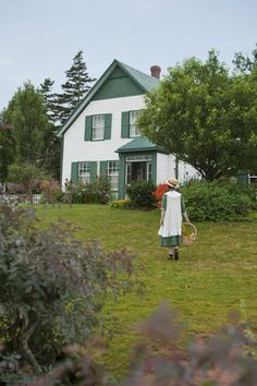 Fulfill your literary bucket list and go to Anne Shirley's home in Prince Edward Island. The farmhouse inspired author Lucy Maud Montgomery when she wrote Anne of Green Gables in Anne Shirley, Anne Auf Green Gables, Anne Of Avonlea, Gable House, Tomorrow Is A New Day, Anne With An E, Prince Edward Island, Country Life, Destinations