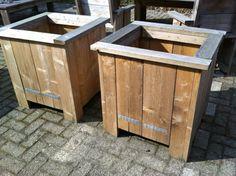 Bloembakken maken van steigerhout (evt op wielen ivm makkelijk verplaatsen) Variatie: langwerpig voor groentetuin