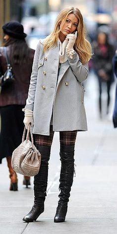 """O """"Melhores Looks"""" está de volta com uma tendência que já vimos no inverno passado mas que continua com força este ano: as """"over the knee boots"""", ou seja, as botas acima da joelho! Vimos as peças na passarelas e nos pés de It Girls e fashionistas nas semanas de moda de Paris, NY e …"""