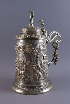 PRUNKVOLLER HOCHZEITSKRUG Deutschland, Silber und innen vergoldet, umseitig mithistorischen Schlacht