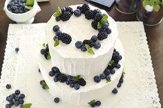 CutiePien luonnollisen näköinen hääkakku on vuoden kaunein Wedding Goals, Our Wedding, Indigo Wedding, Dessert Drinks, Desserts, Minimalist Wedding, No Bake Cake, Wedding Inspiration, Wedding Ideas