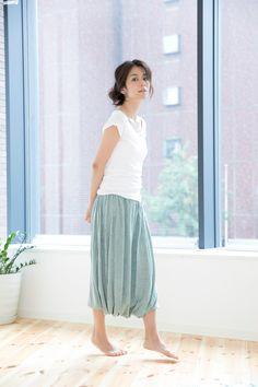 コットンガーゼのふわふわトップスで、究極のリラックス | ヨガウェア通販 - style yoggy Midi Skirt, Skirts, Style, Fashion, Swag, Moda, Midi Skirts, Fashion Styles, Skirt