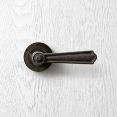 P135 Pittella Classical Antique Brass Door Handle #pittella #classical #interiordesign #antiquebrass #doorhandles #doorhardware