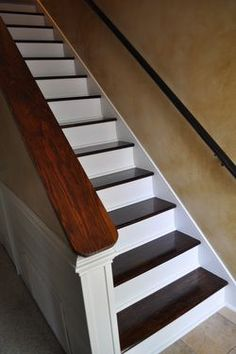 Great tutorial (and pictures!) for removing carpet on stairs and staining