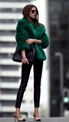 Fur Fashion, Look Fashion, Fashion Outfits, Jackets Fashion, Sporty Fashion, Workwear Fashion, Fashion Blogs, Green Fashion, Fashion Women