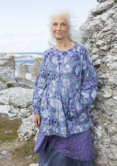"""Artist's blouse with """"Sånglärka"""" patterned print. Sewn in our classic """"Gudrun style."""" Generous fit, smooth top and gathered bottom with plenty of width, in a fabulous woven eco-cotton. Fully buttoned with shining mother-of-pearl buttons. Three-quarter length sleeves."""