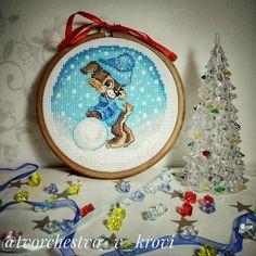 Новогодний шар по авторской схеме Екатерины Немшиловой. Вышивка крестом