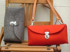 Mignon sac à main pochette multifonction. Hommage à un design classique allemand. Fait à la main-eco friendly pur feutre de laine gris classique