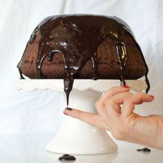 Un semplice ciambellone alla panna e cacao,con il cioccolato diventa la lussuria del palato