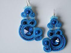 Orecchini Soutache azzurri con perle Swarovski, rivoli di 18 mm, catena strass Preciosa, pietra lapis lazuli e monachella argento 925
