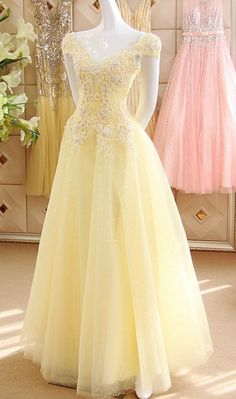 Pastel Yellow Cap Sleeves Sequined Tulle Prom Dresses,Sexy V Neck Beads Appliques Long Party Dresses - Source by mayer_fe - Cute Prom Dresses, Prom Outfits, Prom Dresses With Sleeves, Tulle Prom Dress, Ball Dresses, Pretty Dresses, Homecoming Dresses, Sexy Dresses, Beautiful Dresses