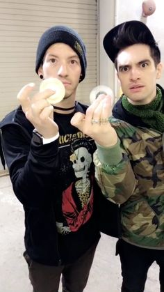 I love their faces oml. Josh dun and Brendon Urie