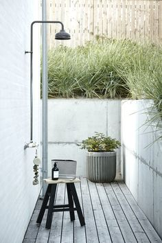 How to create the perfect contemporary garden room, with architectural plants, striking furniture and the right lighting. Contemporary Garden, Garden Room, Outdoor Bathrooms, Outdoor Baths, Outdoor Rooms, Garden Shower, House Doctor, Outdoor Shower, Contemporary Garden Rooms