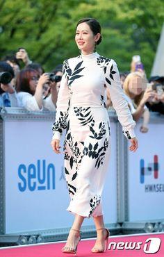 Young Fashion, Asian Fashion, Korean Women, Korean Girl, Asian Woman, Asian Girl, Asian Ladies, Diy Fashion Hacks, Korean Actresses